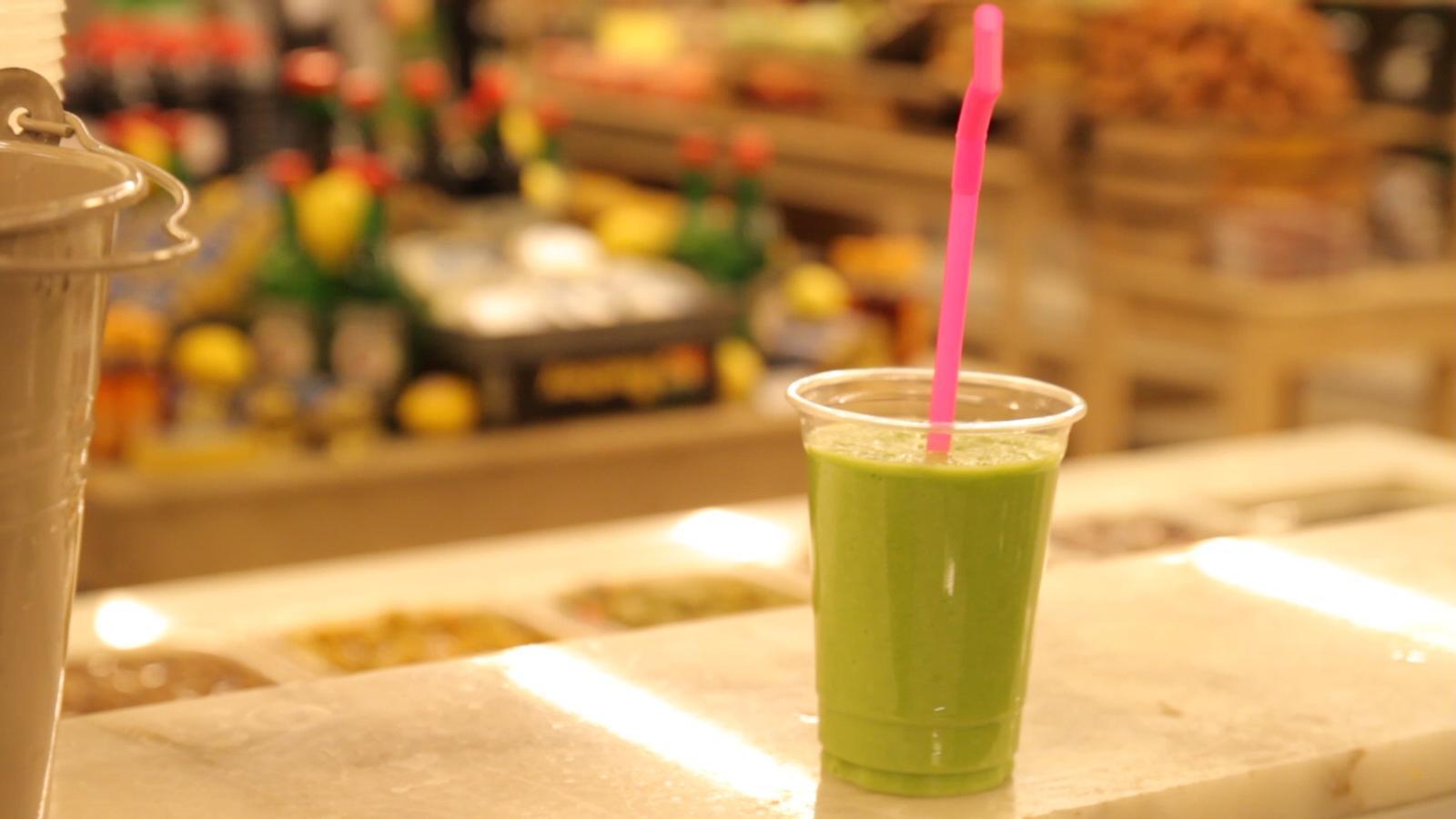 Abans de beure sucs verds, mira aquest vídeo