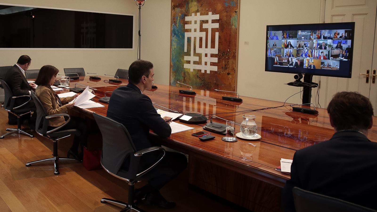 El president del govern espanyol, Pedro Sánchez, encapçalant la reunió per videoconferència amb els presidents autonòmics