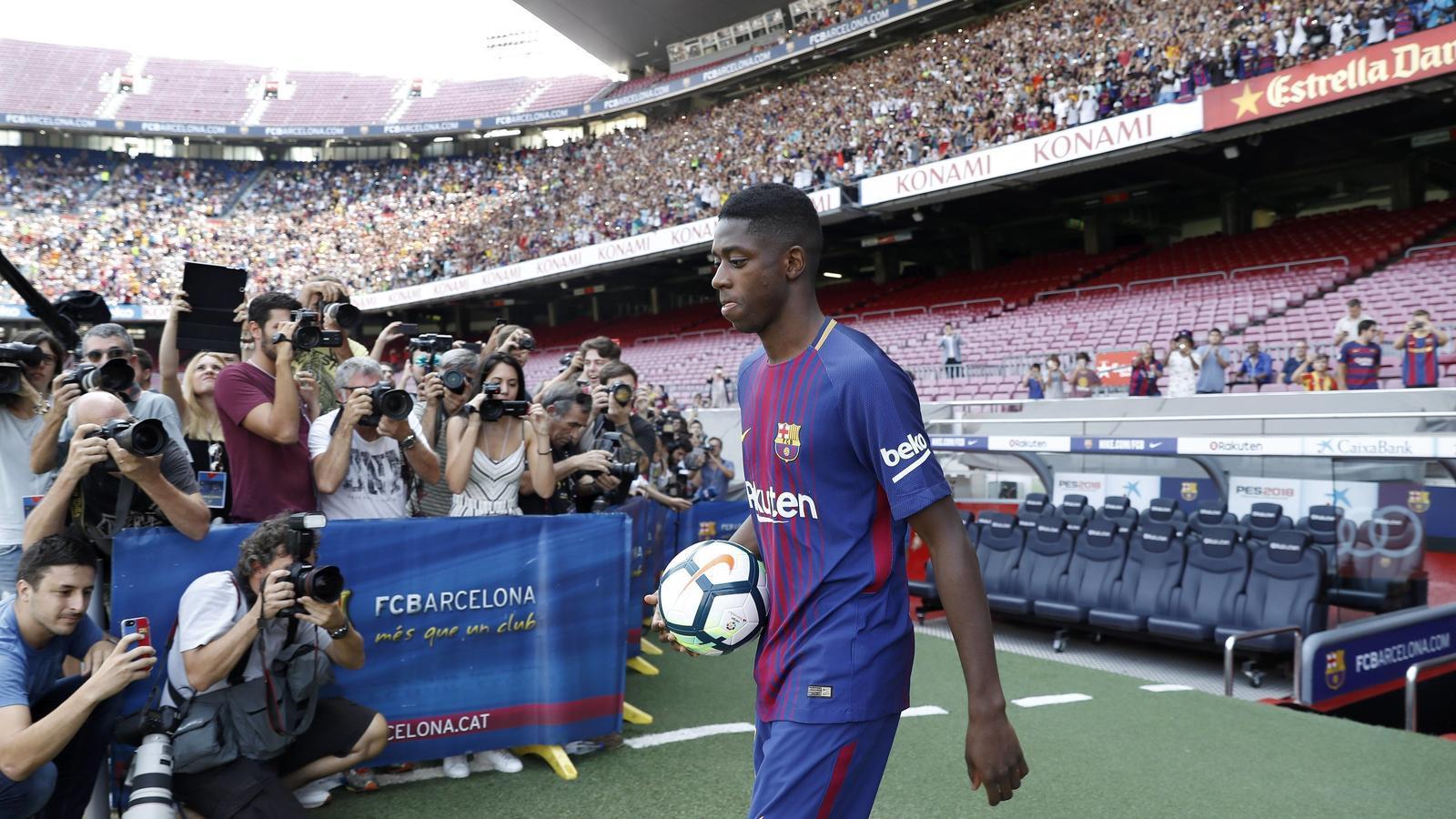 Ousmane Dembélé surt a la gespa del Camp Nou