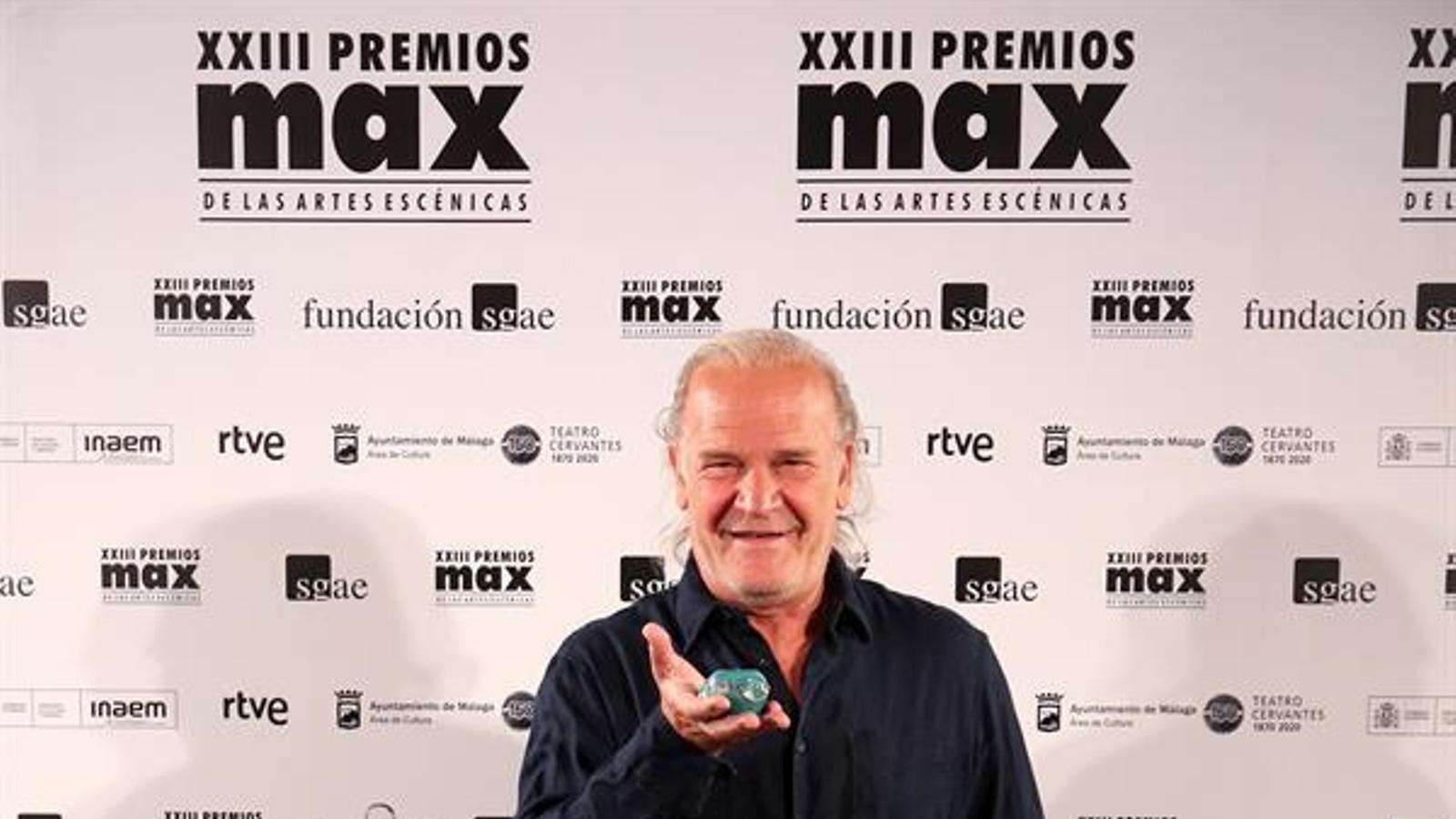 L'actor Lluís Homar, en la seva arribada a la gala de lliurament dels XXIII Premis Max celebrada aquest dilluns al Teatre Cervantes, a Màlaga