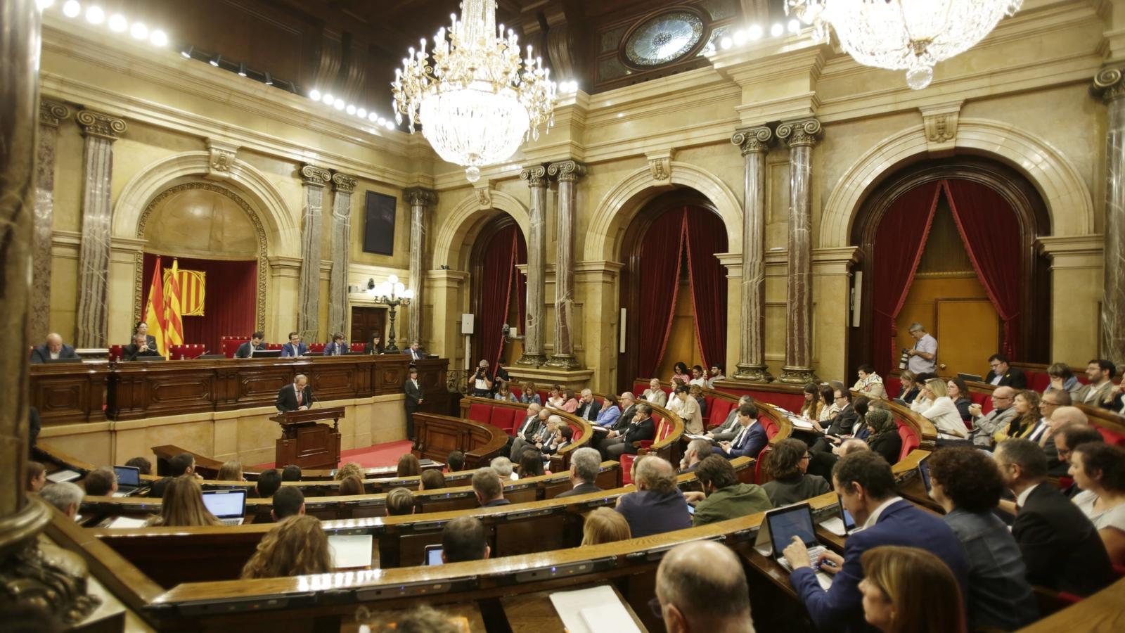 El TC suspèn les resolucions de l'autodeterminació, la independència i la reprovació de Felip VI