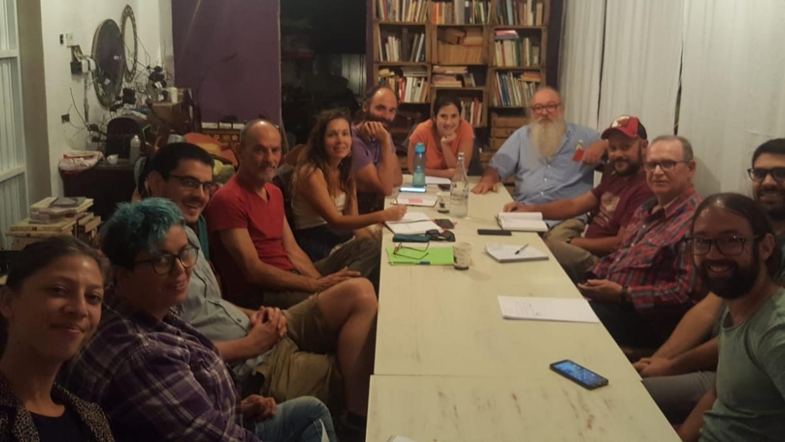 Representants del partits i agrupacions que integren la Xarxa, reunits a Santa Margalida.