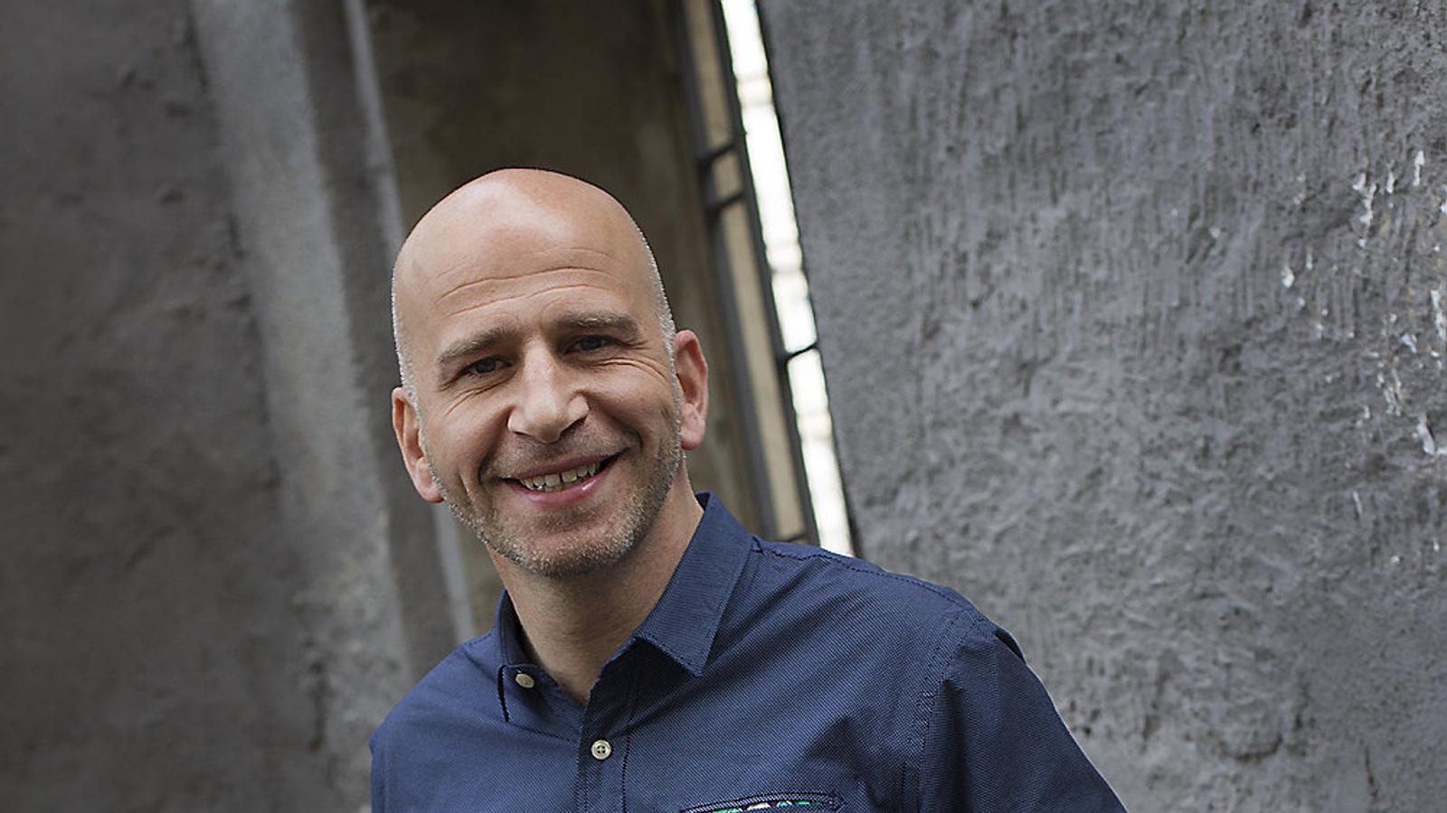 Xavi Coral és actualment corresponsal a Brussel·les de TV3  i aspira a fer carrera en altres destins internacionals.