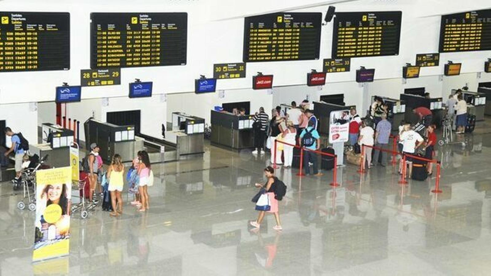 La temporada turística ha deixat bones xifres d'arribades de passatgers a Menorca.
