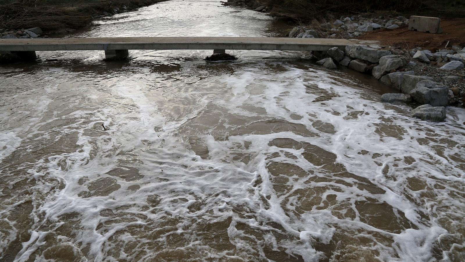 L'escuma del riu Besòs al seu pas per la Llagosta / FRANCESC MELCION