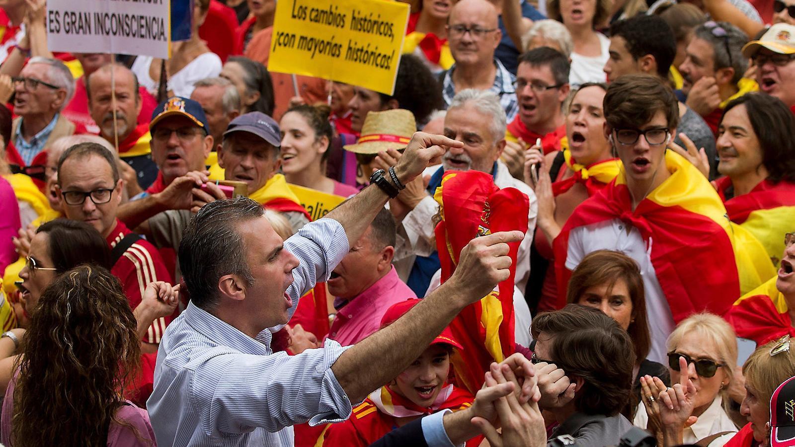 Potser per la proximitat dels comicis autonòmics, insulars i municipals, l'esfera espanyolista no deixa d'agitar-se.