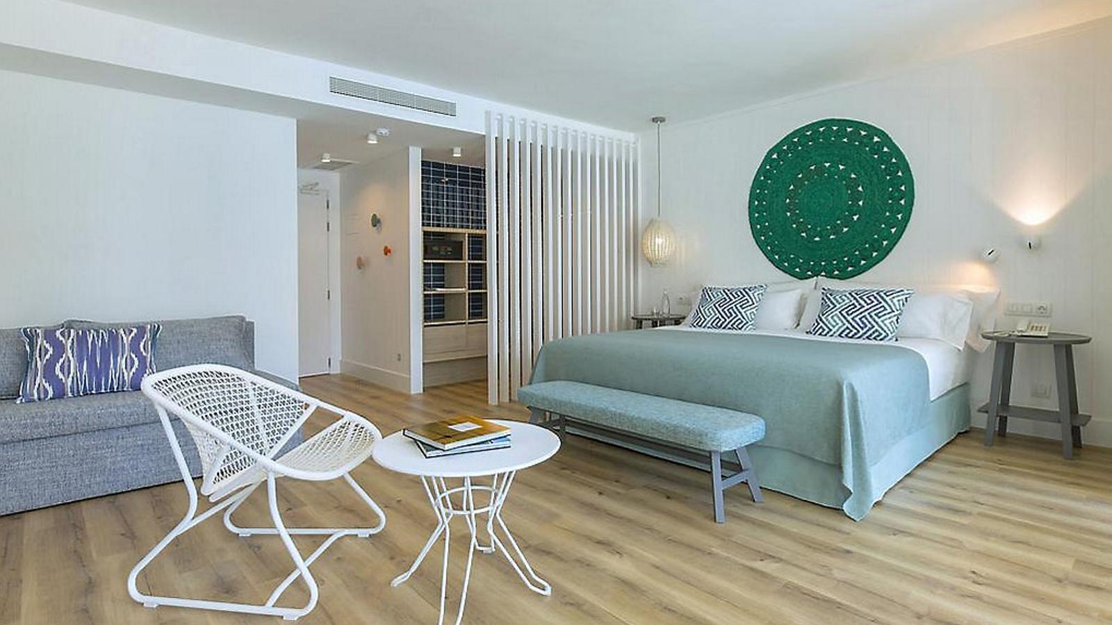 Un país per confinar-s'hi Hotel Blaumar Quan el turisme familiar té estil  i escala humana