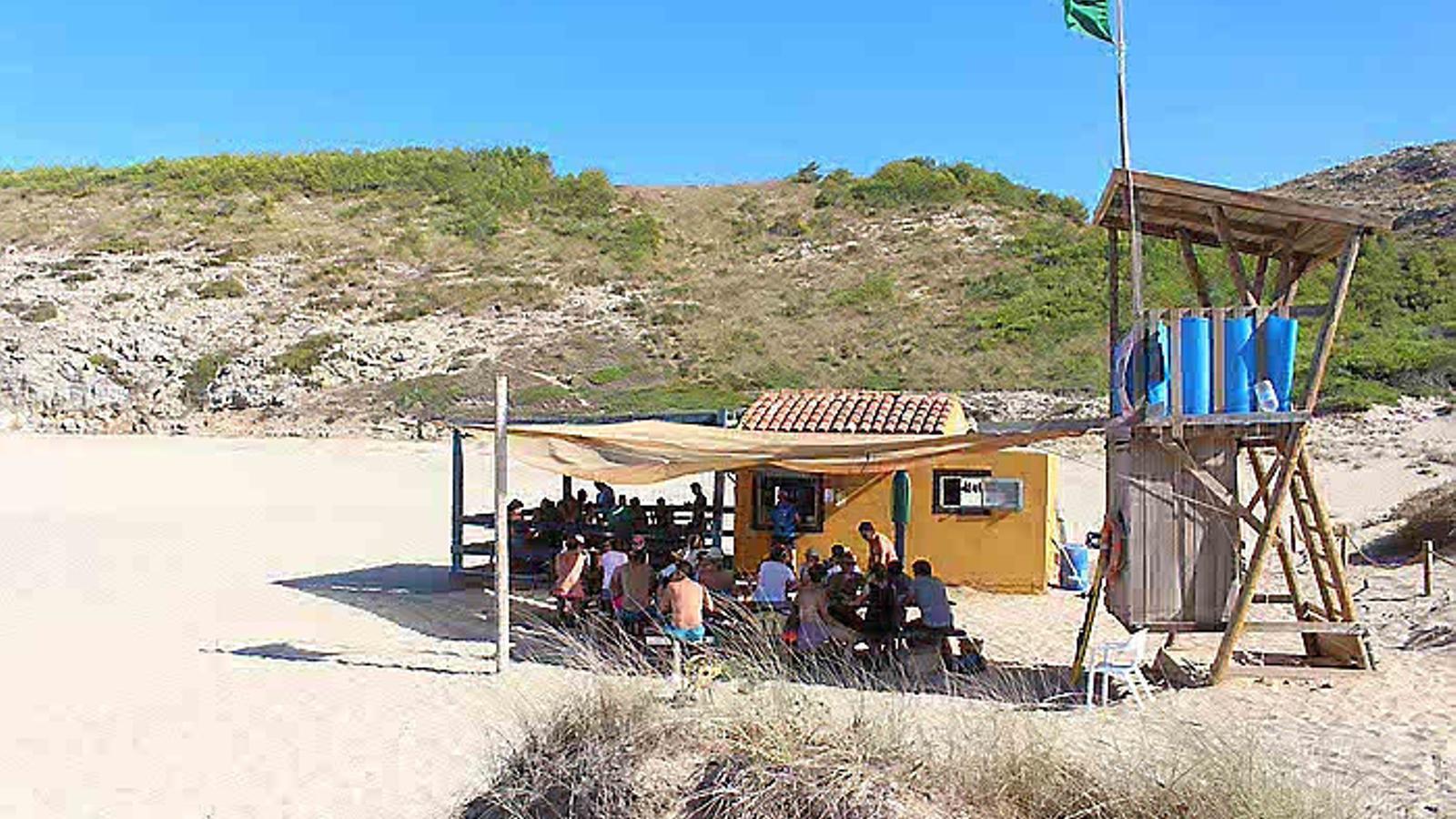 1. Xibiu de cala Torta. 2. La piscina de l'hotel Cala Vinyes. 3. Puro Beach Palma. 4. La polèmica piscina de Pedro J. Ramírez.