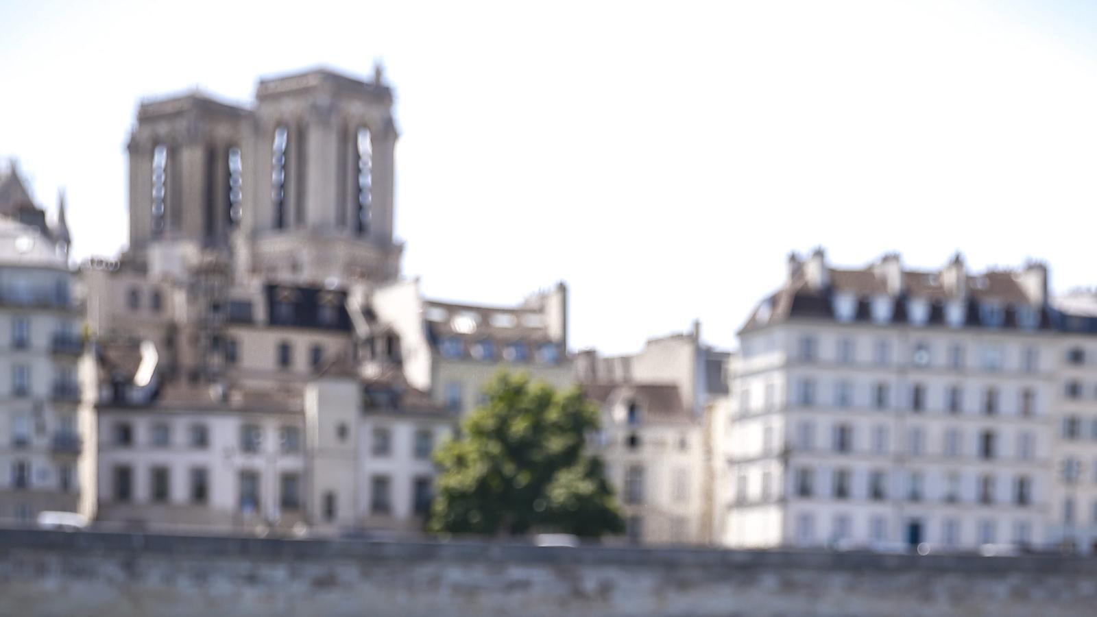 L'alcaldessa de París, Anne Hidalgo, davant la catedral de Notre Dame, a París. Imatge del 6 de juliol del 2019