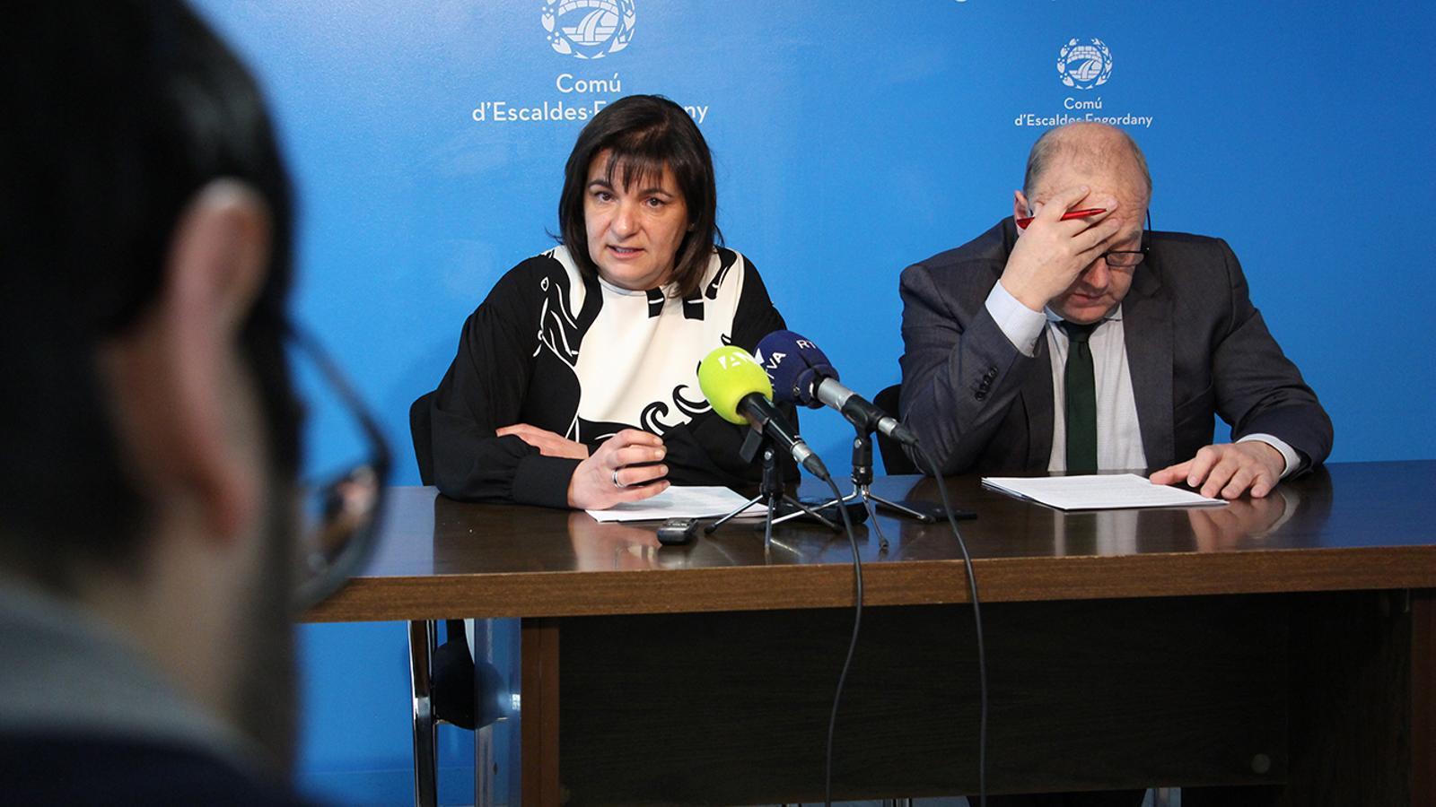 Els cònsols majors d'Escaldes-Engordany i Canillo, Trini Marín i Josep Mandicó, durant la roda de premsa posterior a la reunió de cònsols. / M. M. (ANA)