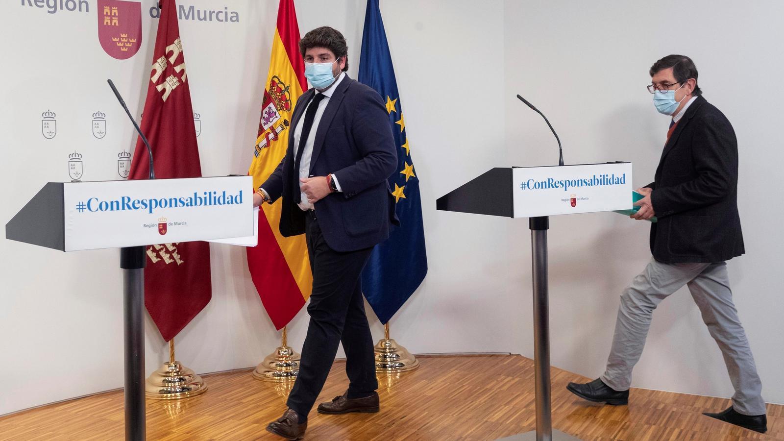 El president de Múrcia, Fernando López Miras (esquerra), amb el conseller de Salut, Manuel Villegas, durant una compareixença conjunta la setmana passada.