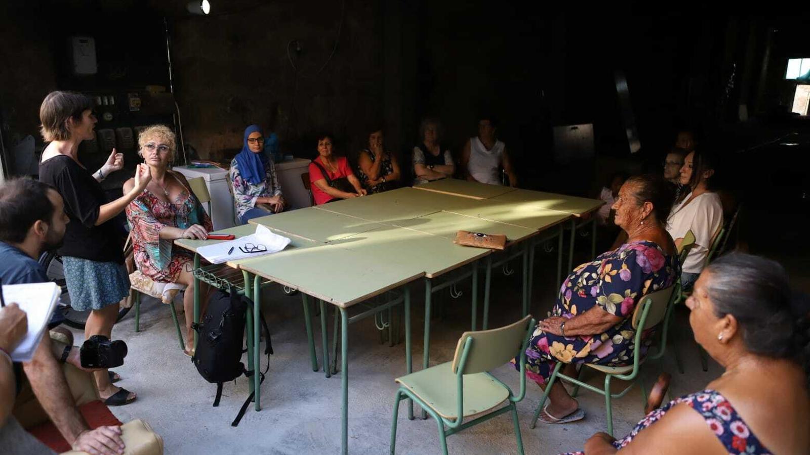 Veïnes de la Soledat participen en un taller per debatre sobre el seu barri