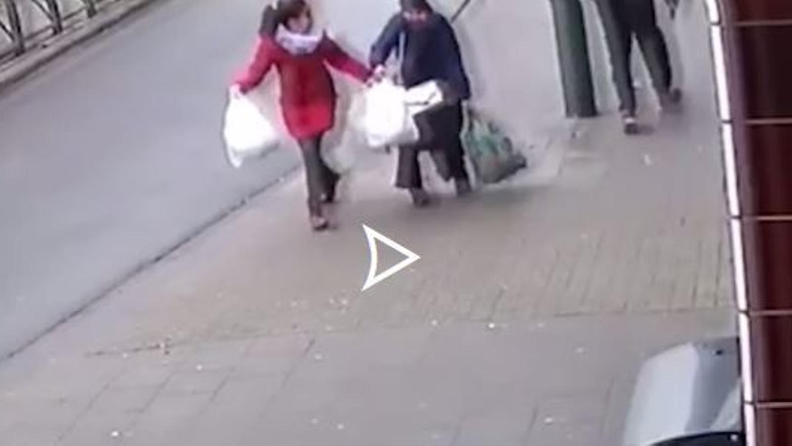 Un home agredeix una dona amb vel a la ciutat belga d'Anderlecht
