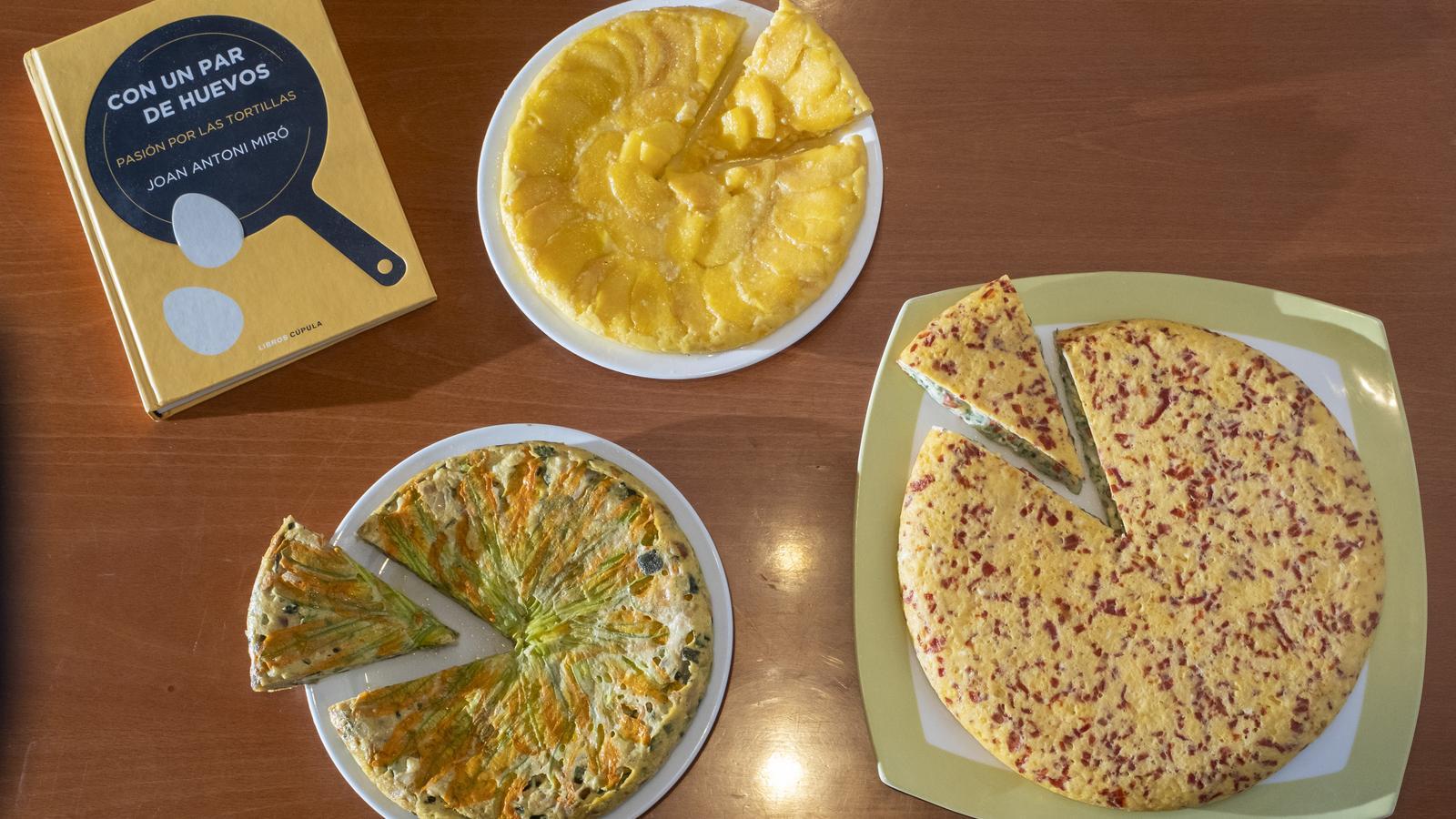 Una truita de préssecs de l'Ordal, una de flor de carbassó i una altra de pebrot i formatge