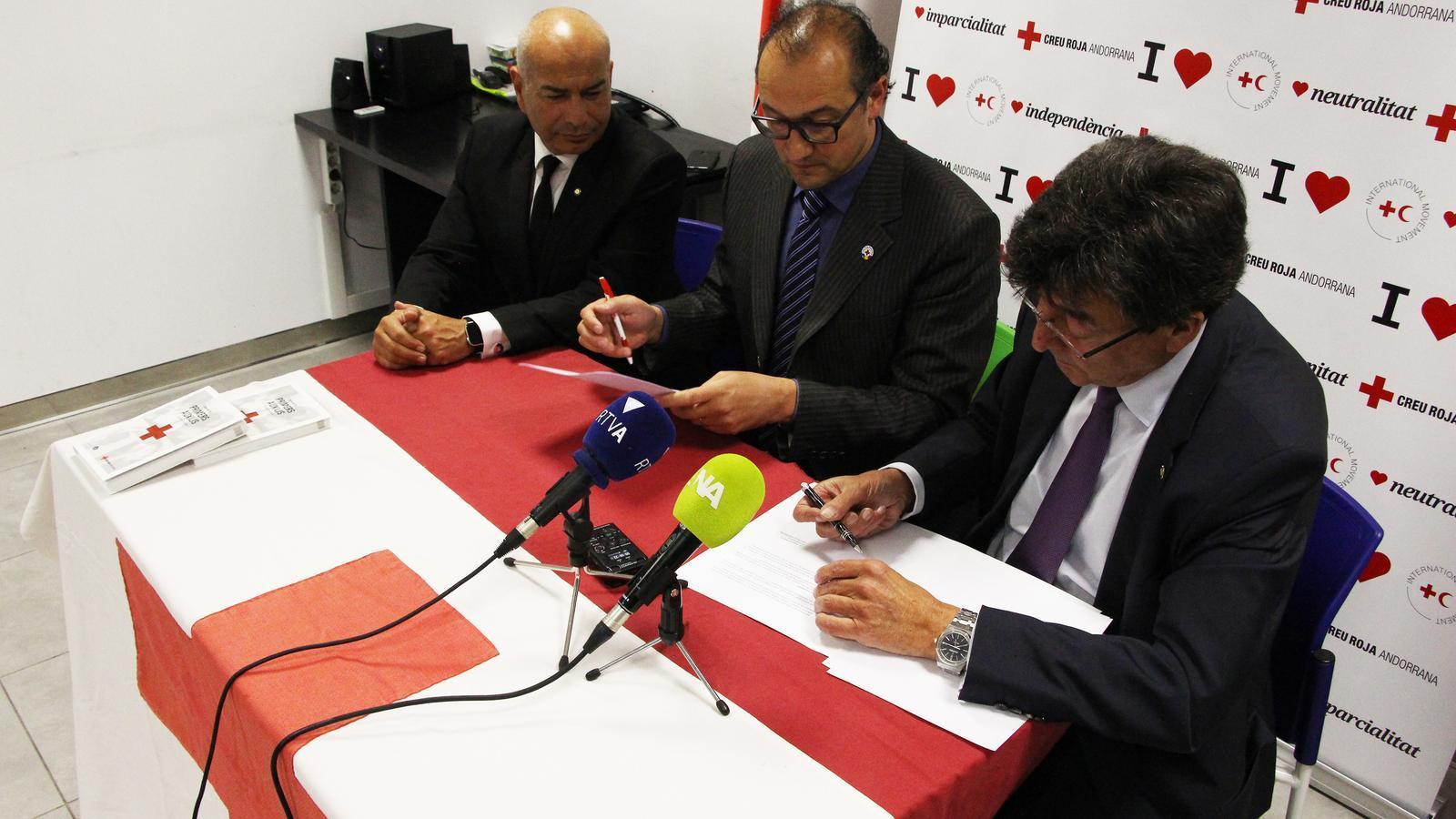 Moment de la signatura del conveni de col·laboració. / M. R. F. (ANA)