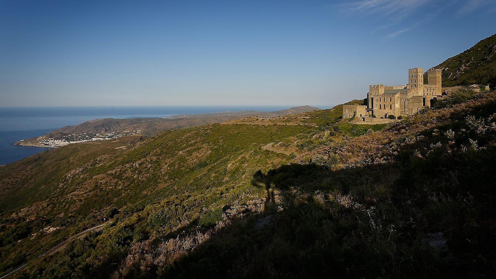 Les vistes espectaculars que ofereix el monestir als visitants contrasten amb la duresa del clima  de la zona.