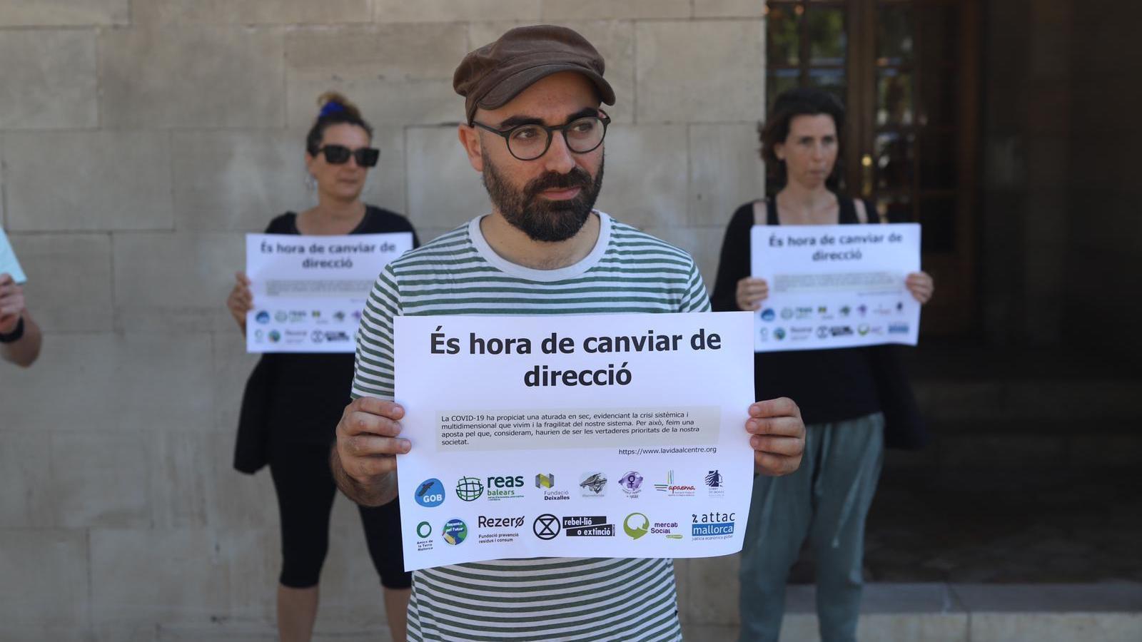El president del GOB, Amadeu Corbera, durant l'acte simbòlic de protesta.