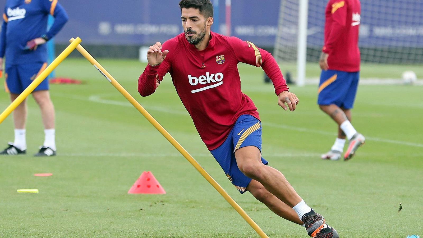 Suárez continua entrenant-se a les ordres de Koeman tot i saber que no compta per al tècnic holandès.