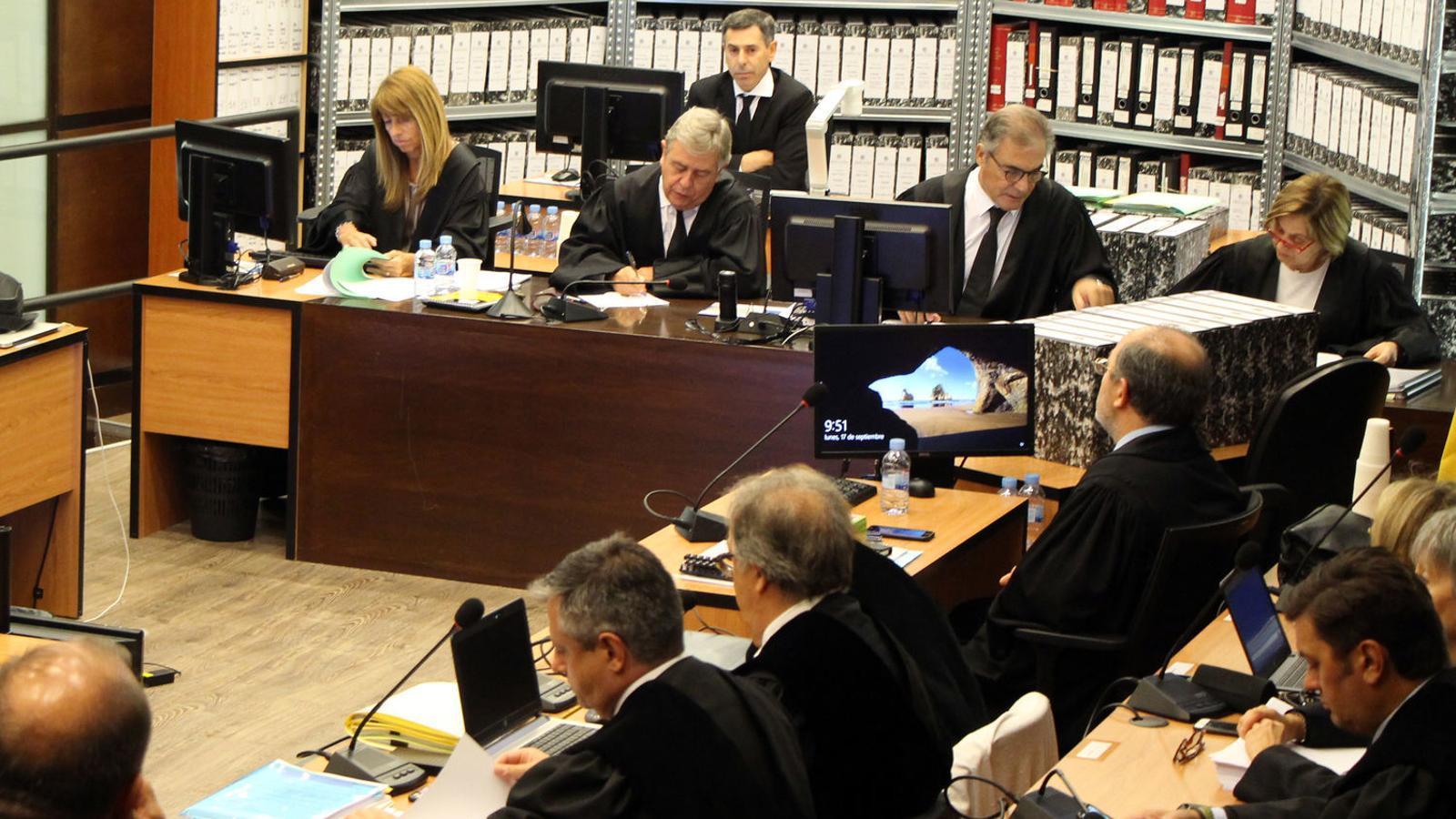 Un moment del judici del 17 de setembre, que es va cancel·lar pocs minuts després de començar. / C. G.