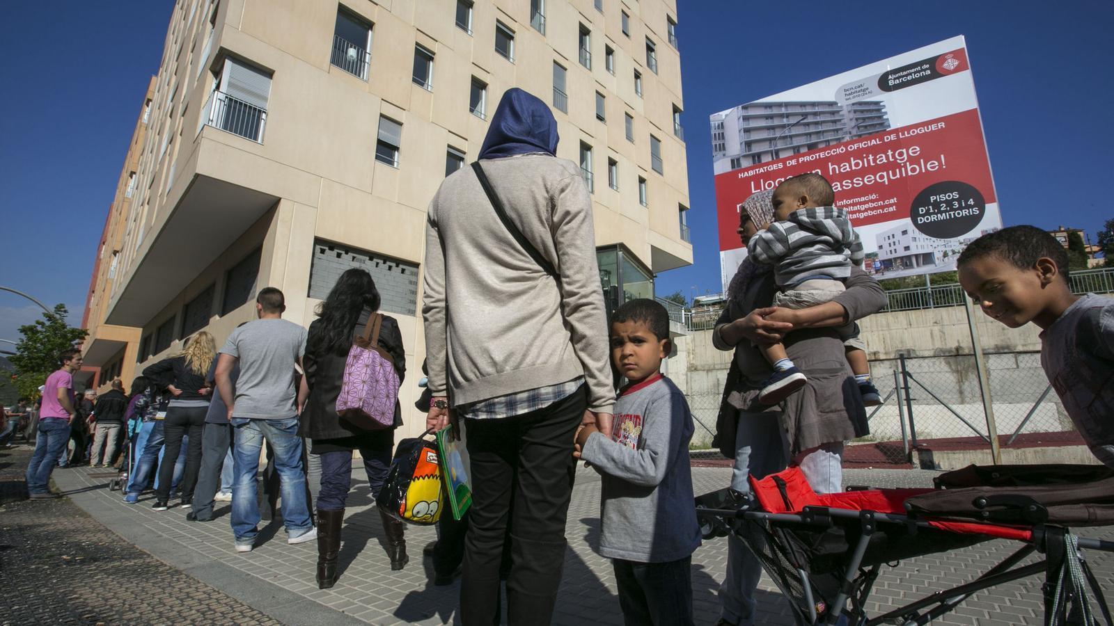 El departament de territori no concreta la venda d 39 actius - Pis proteccio oficial barcelona ...