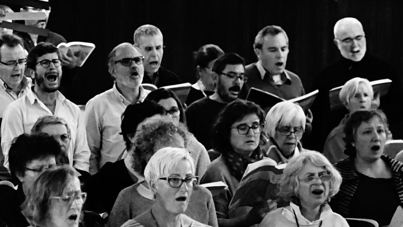 Imatge d'un dels assaigs dels cantaires del 'Messies' de  l'Associació Messies Participatiu de Barcelona