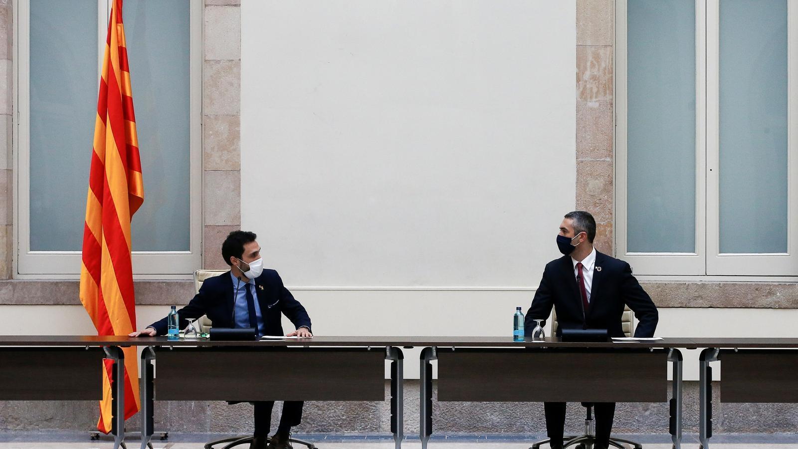 El president del Parlament, Roger Torrent, i el conseller Bernat Solé han liderat la trobada.