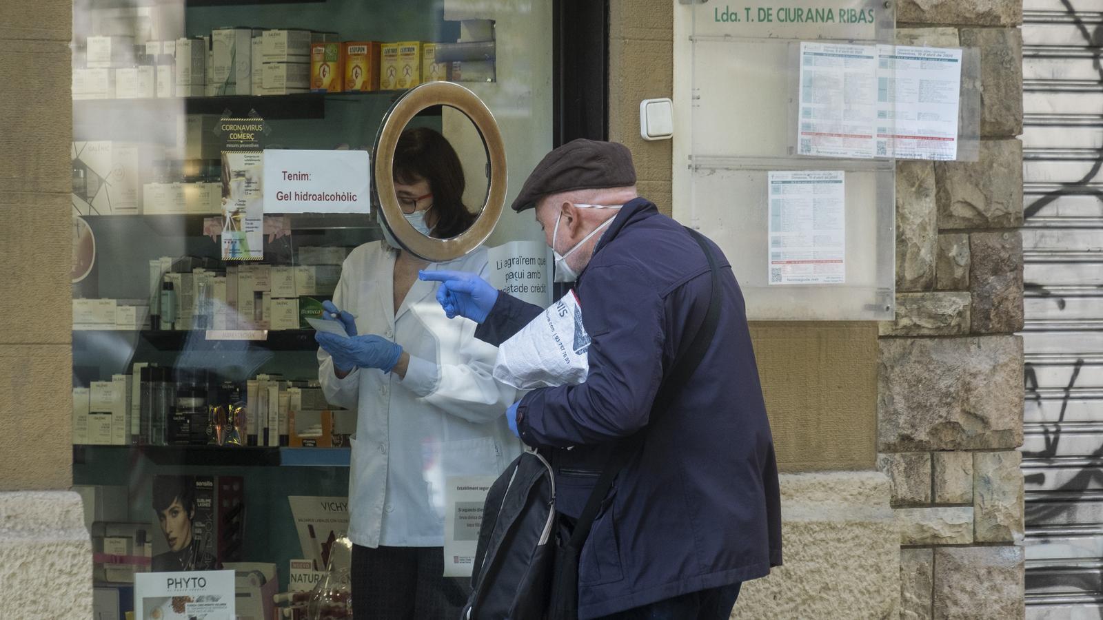 Una mascareta per persona cada set dies a les farmàcies: el pla que s'activa a partir de demà