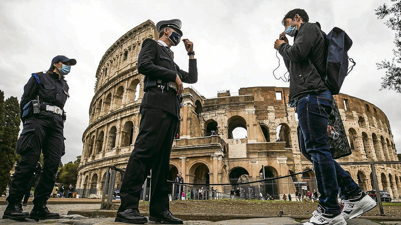 El govern italià imposa la mascareta obligatòria a tot el país