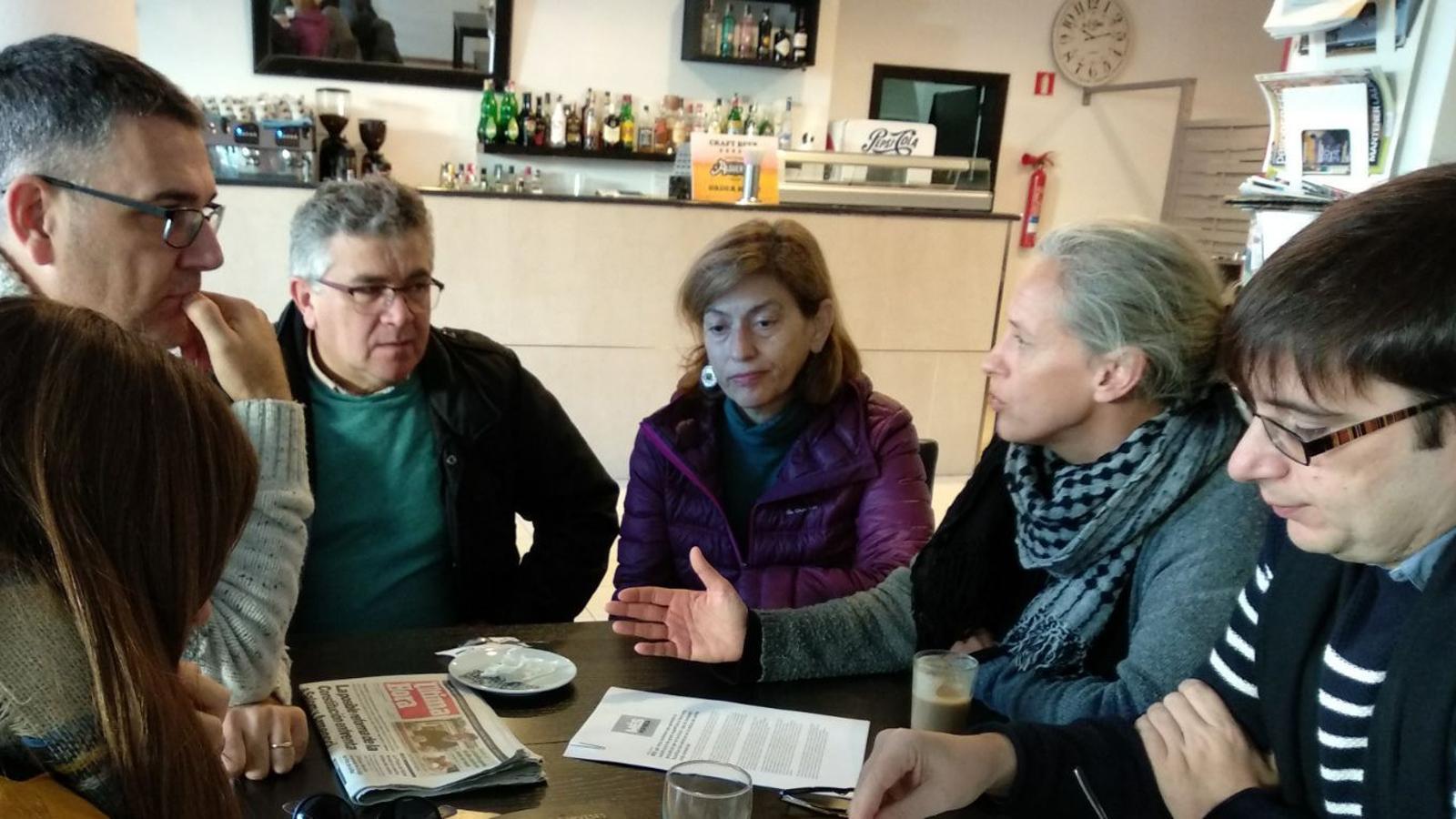 Representants de MÉS per Inca explicant els efectes del Pla d'Equipaments Comercials.