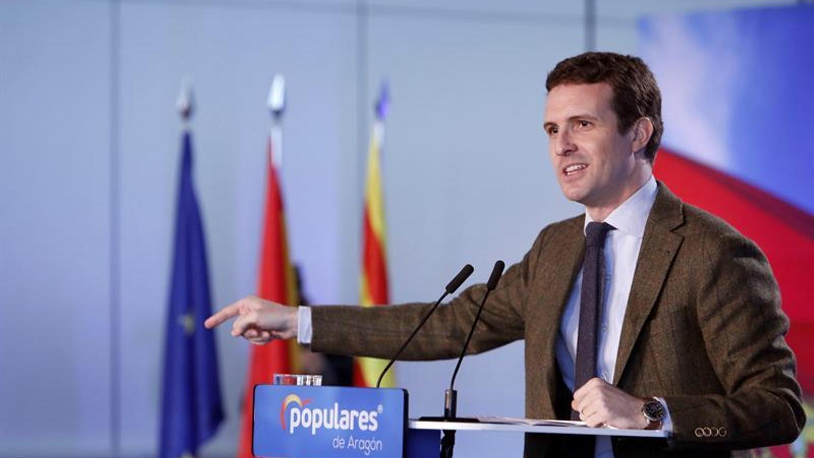 El líder del PP, Pablo Casado, en el primer míting de precampanya per al 28-A des de Saragossa.