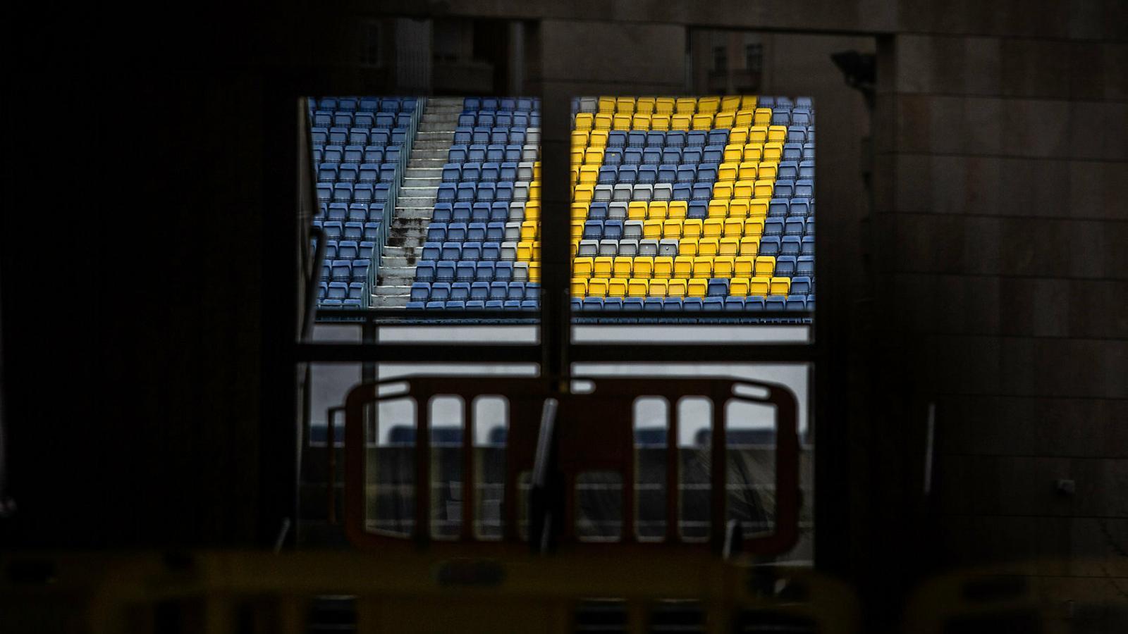 Una imatge dels seients del Camp Nou de Barcelona, sense públic.