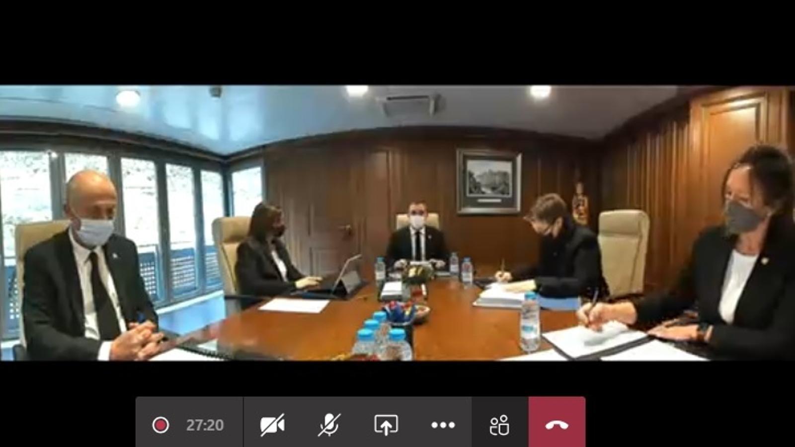 Un moment de la sessió ordinària del consell de comú de Sant Julià de Lòria celebrada aquest dilluns de manera telemàtica. / Comú