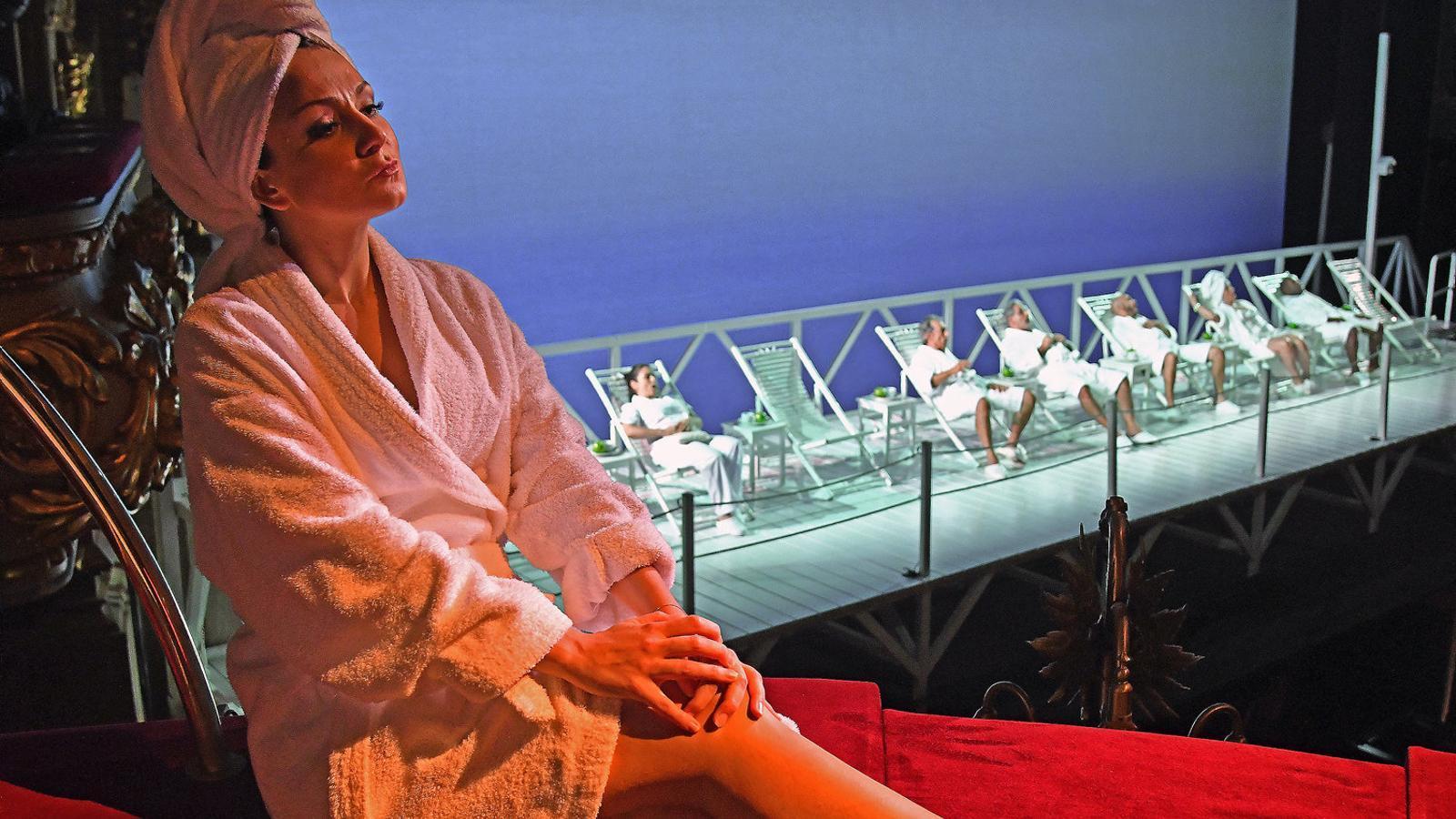 Una imatge d'un dels assajos al Liceu de la producció d'Emilio Sagi d'Il viaggio a Reims. / A. BOFILL / GRAN TEATRE DEL LICEU