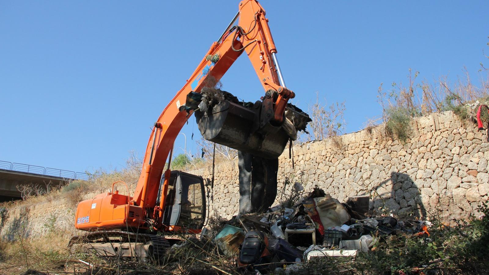 Residus trobats al llit del torrent de la Riera