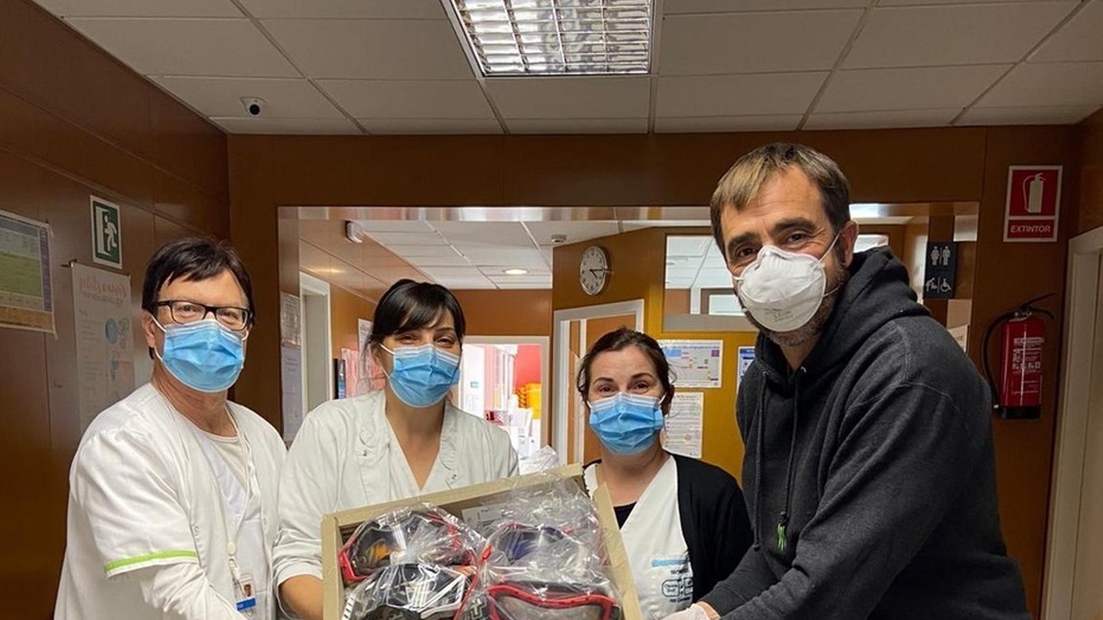 Nani Roma ha liderat una campanya entre els pilots per recollir ulleres pels centres sanitaris, com el Cap d'Hostalets de Balenyà