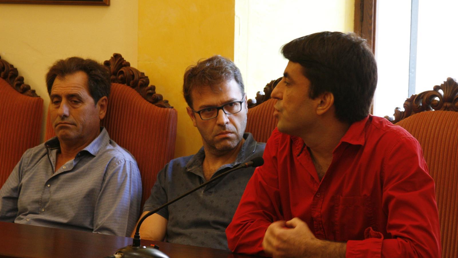 El regidor Joan Llodrà ha denunciat que l'Ajuntament no compleix la normativa de seguretat que exigeix als propietaris d'edificis.