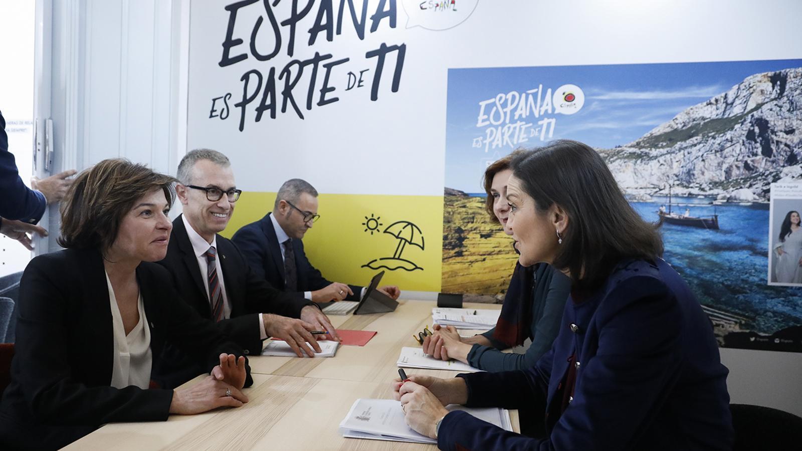 La ministra Verònica Canals amb la ministra espanyola María Reyes Maroto. / EFE