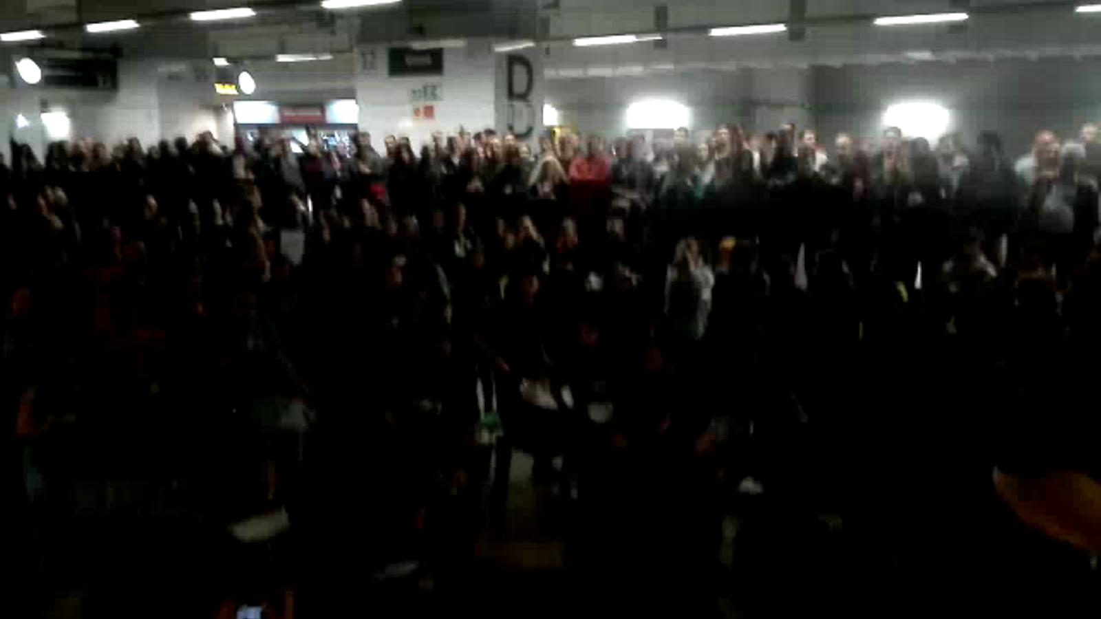 Batucada a l'estació d'alta velocitat de Girona