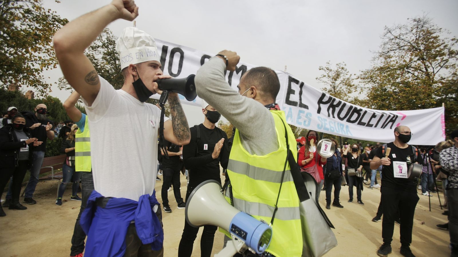 Treballadors de l'oci nocturn i la restauració han protestat aquest dimecres al Parc de la Ciutadella contra les restriccions imposades al sector