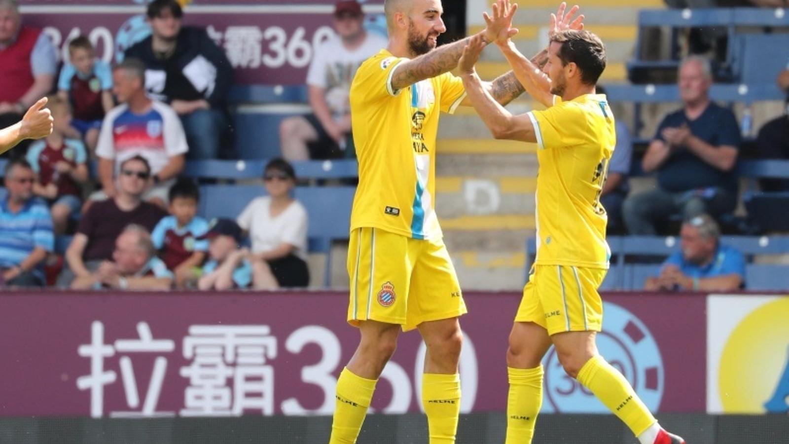 Darder i Piatti celebren un dels gols del triomf contra el Burnley