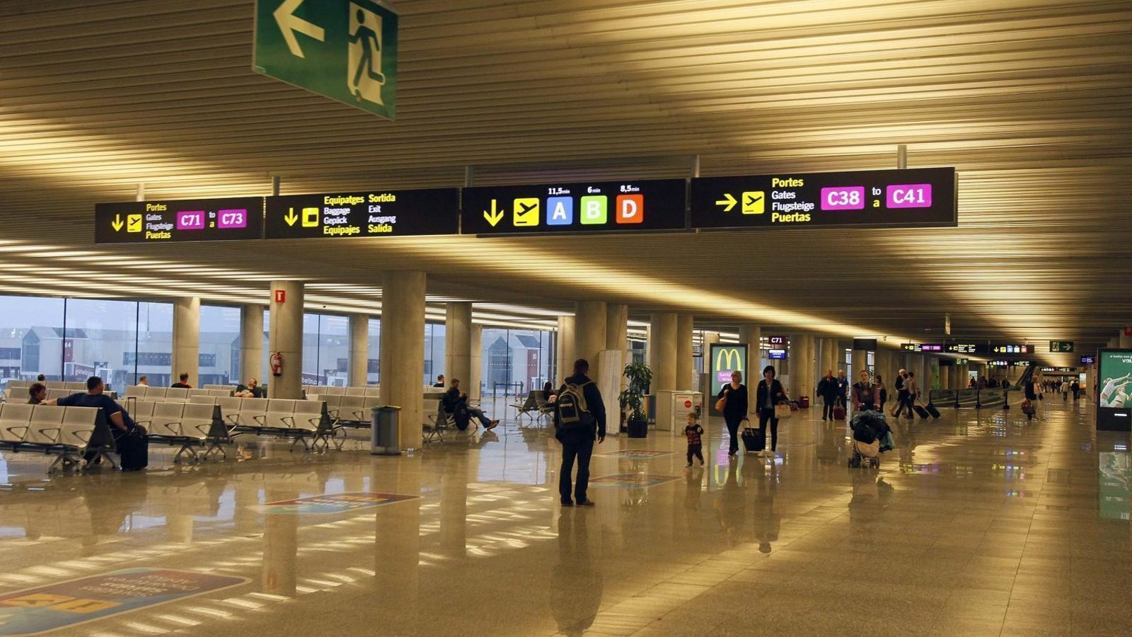 CONTROVÈRSIA  La subvenció per la insularitat no preveu les taxes aeroportuàries.