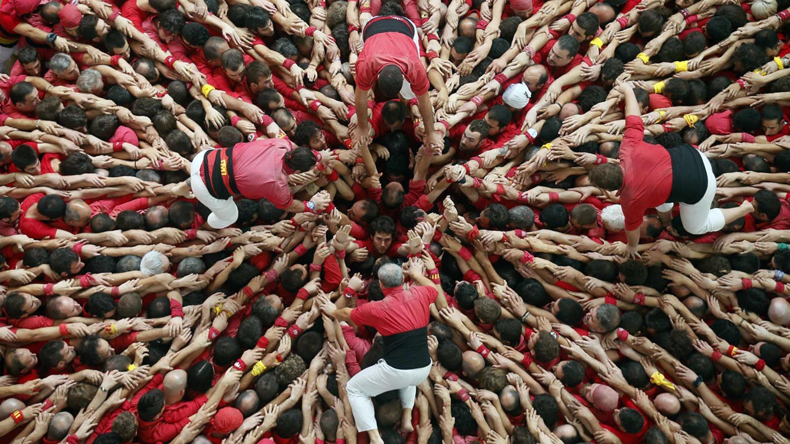 Pinya de la Colla Joves Xiquets de Valls/ REUTERS/Albert Gea