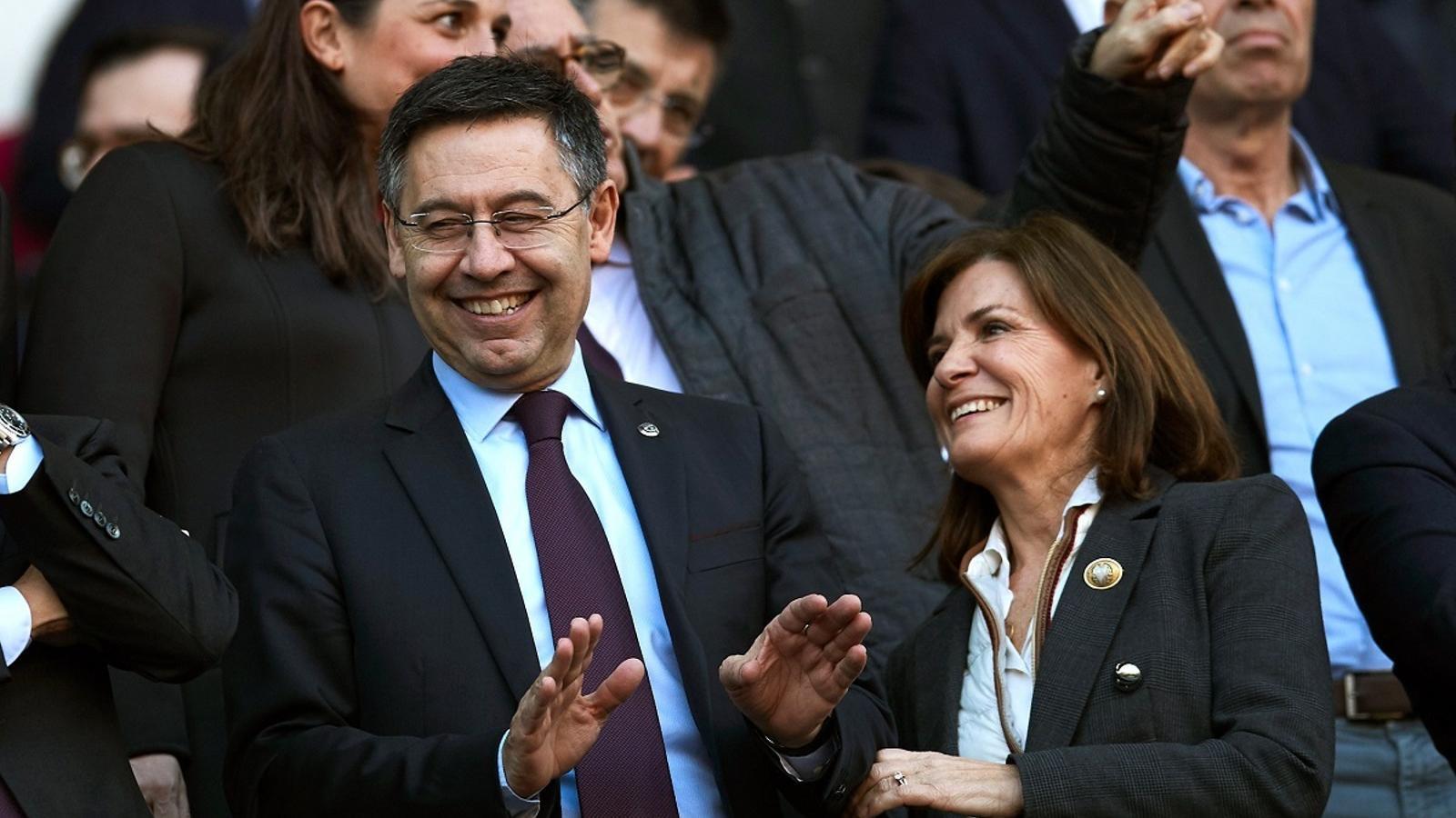 El president del Barça, Josep Maria Bartomeu, amb la presidenta de l'Eibar, Amaia Gorostiza