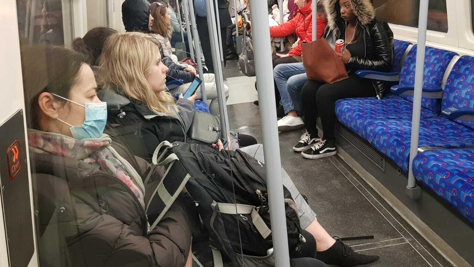 Al metro de Londres, l'ús de les mascaretes encara no és una pràctica gens extesa