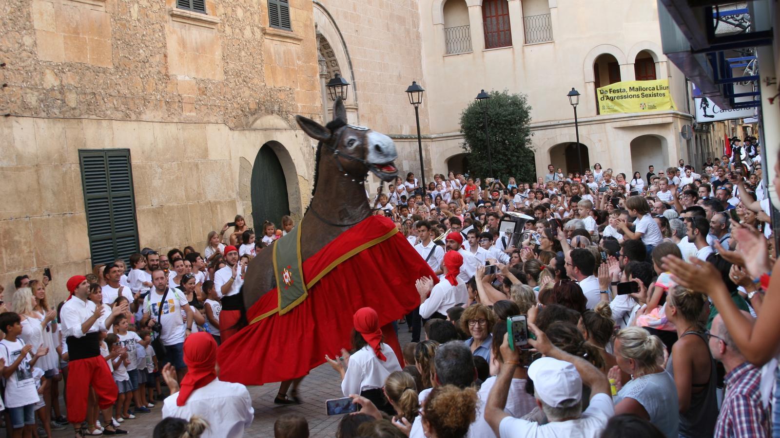 L'Encamisada de Sant Jaume a Manacor guia la multitud cap els jocs