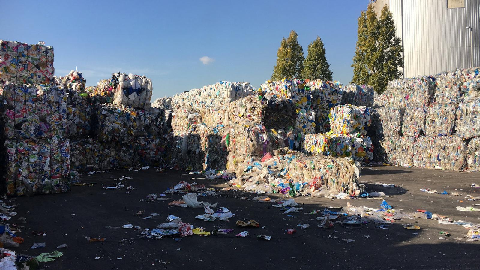A Catalunya, la proposta d'envasos retornables genera discòrdia