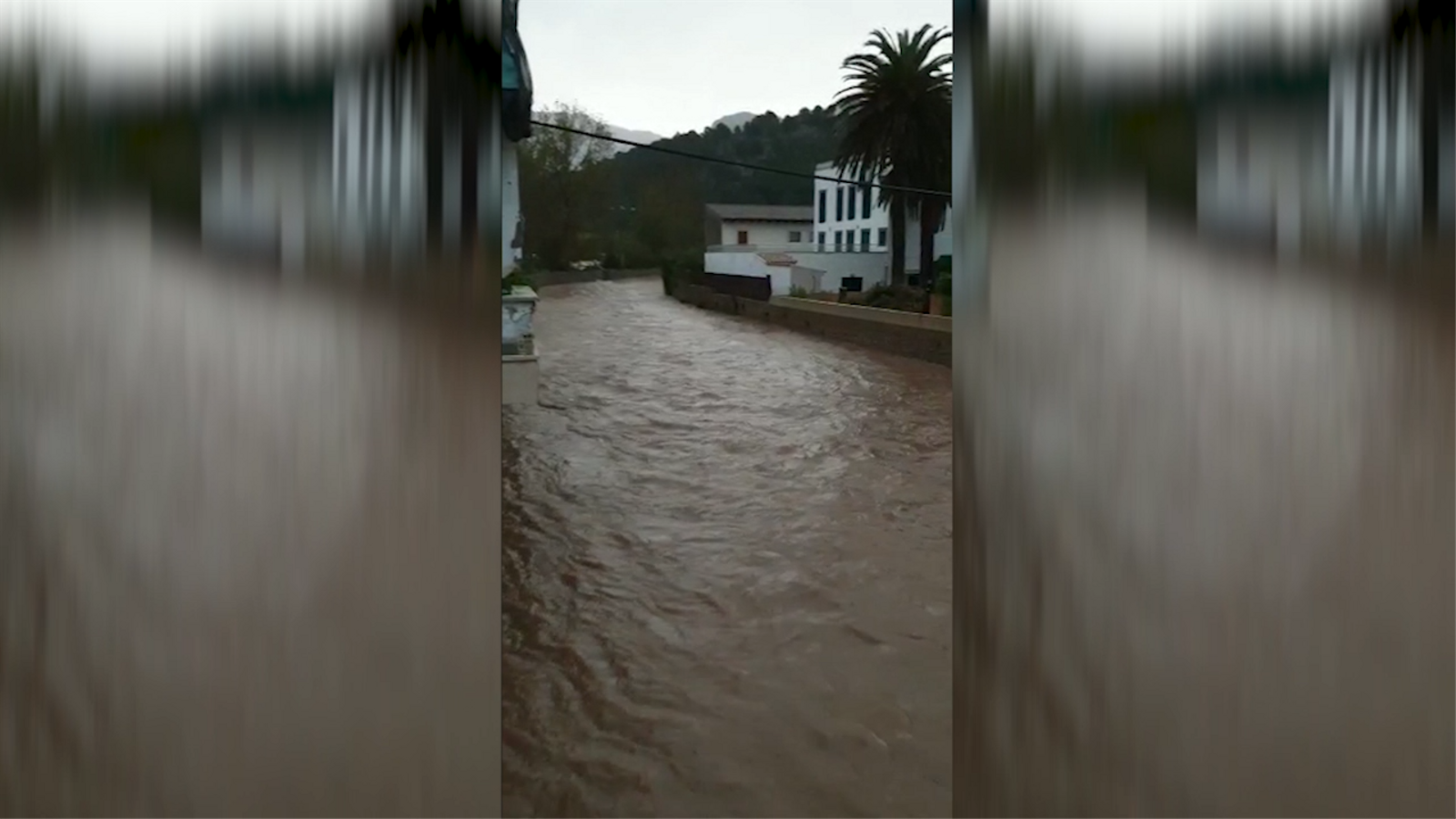 El torrent Major de Sóller s'ha desbordat aquest matí.
