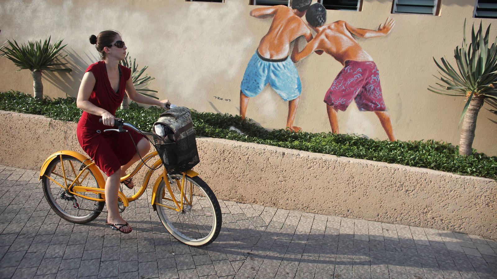 El polèmic mural a la platja de Tel Aviv.