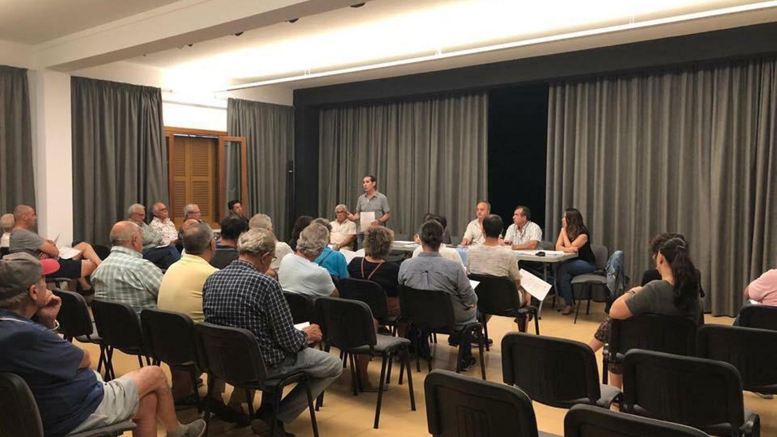 Imatge de l'assemblea de dilluns d'Unió Mollera.