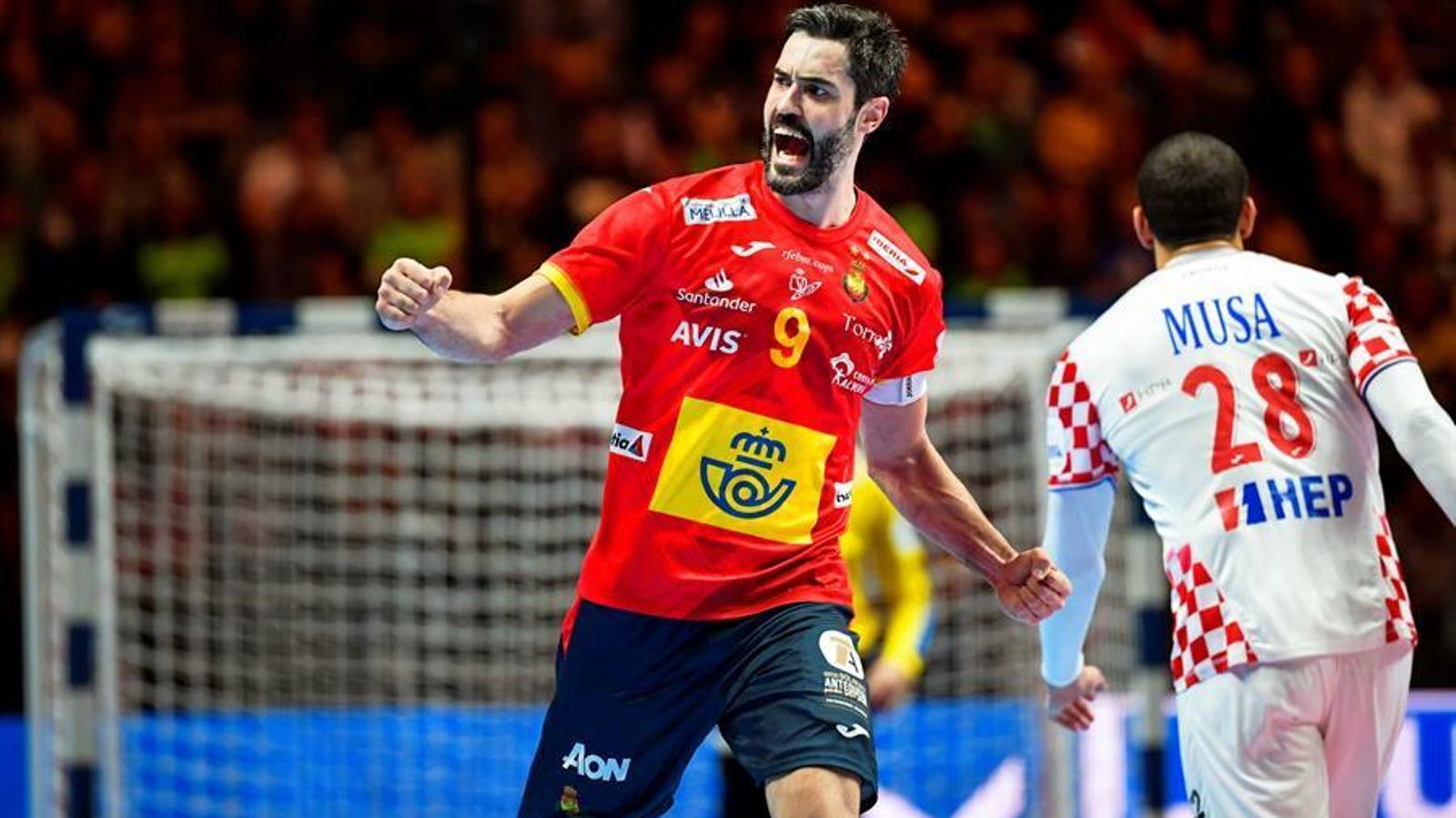 Raúl Entrerríos celebra un gol contra Croàcia